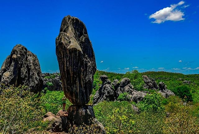 6 Top Spots- Lookouts To Look For - Balancing Rock at Chillagoe by @alex_katja
